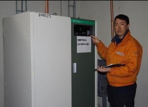 波帯送信機の定期点検作業
