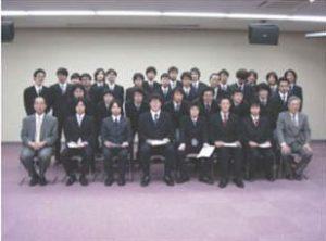 発表者の集合写真。前列は受賞者と専攻幹事の先生方