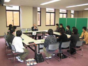 枝本氏と学生との面談