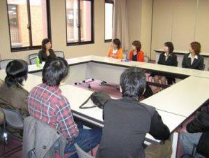 山本氏と学生との面談