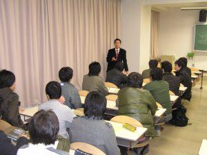 竹内氏と学生との面談の様子