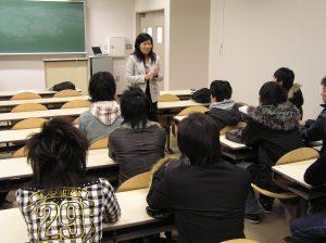 山本氏と学生との面談の様子